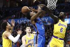 Los Angeles Lakers, Oklahoma City deplasmanında uzatmada güldü