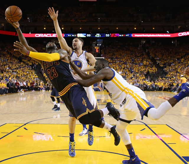 Golden State Warriors 33 sayı fark attı