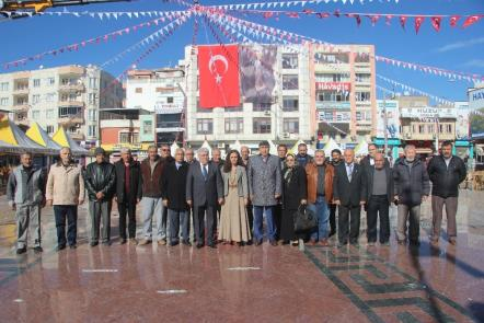 Kilis'te ADD ve CHP Alternatif Çelenk Sundu