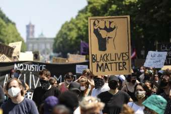 Berlin'de Black Lives Matter mitingi